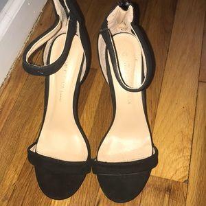 Beautiful sandals size 6.5